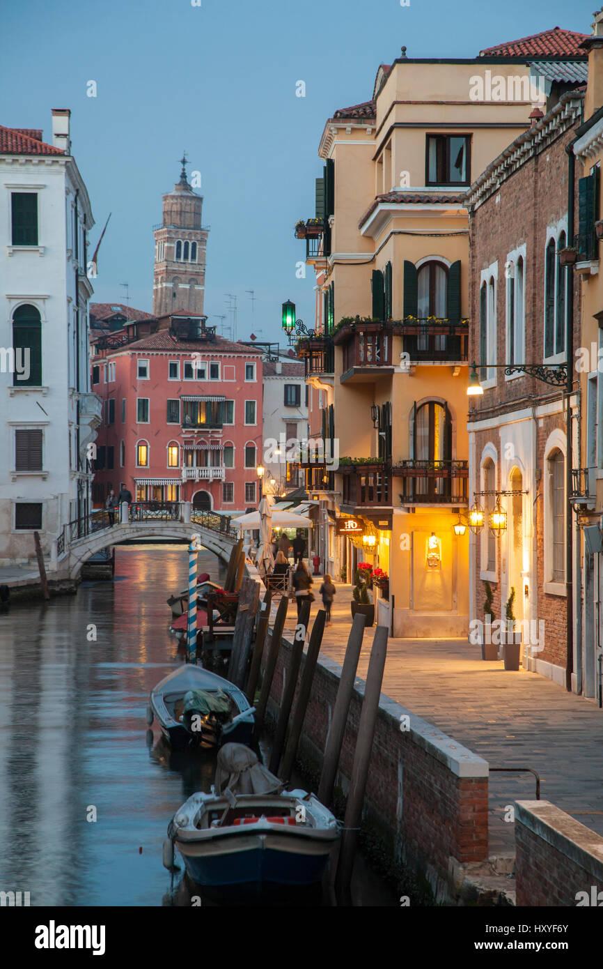 Night falls in sestiere of Dorsoduro, Venice, Italy. - Stock Image