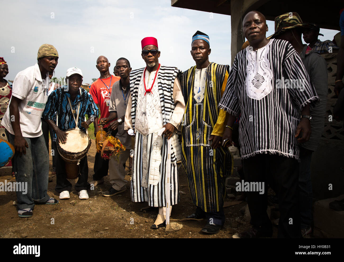 Chief Zanzan Karwa, chairman of the National Council of Chiefs and Elders and the highest Chief in Liberia in red, - Stock Image