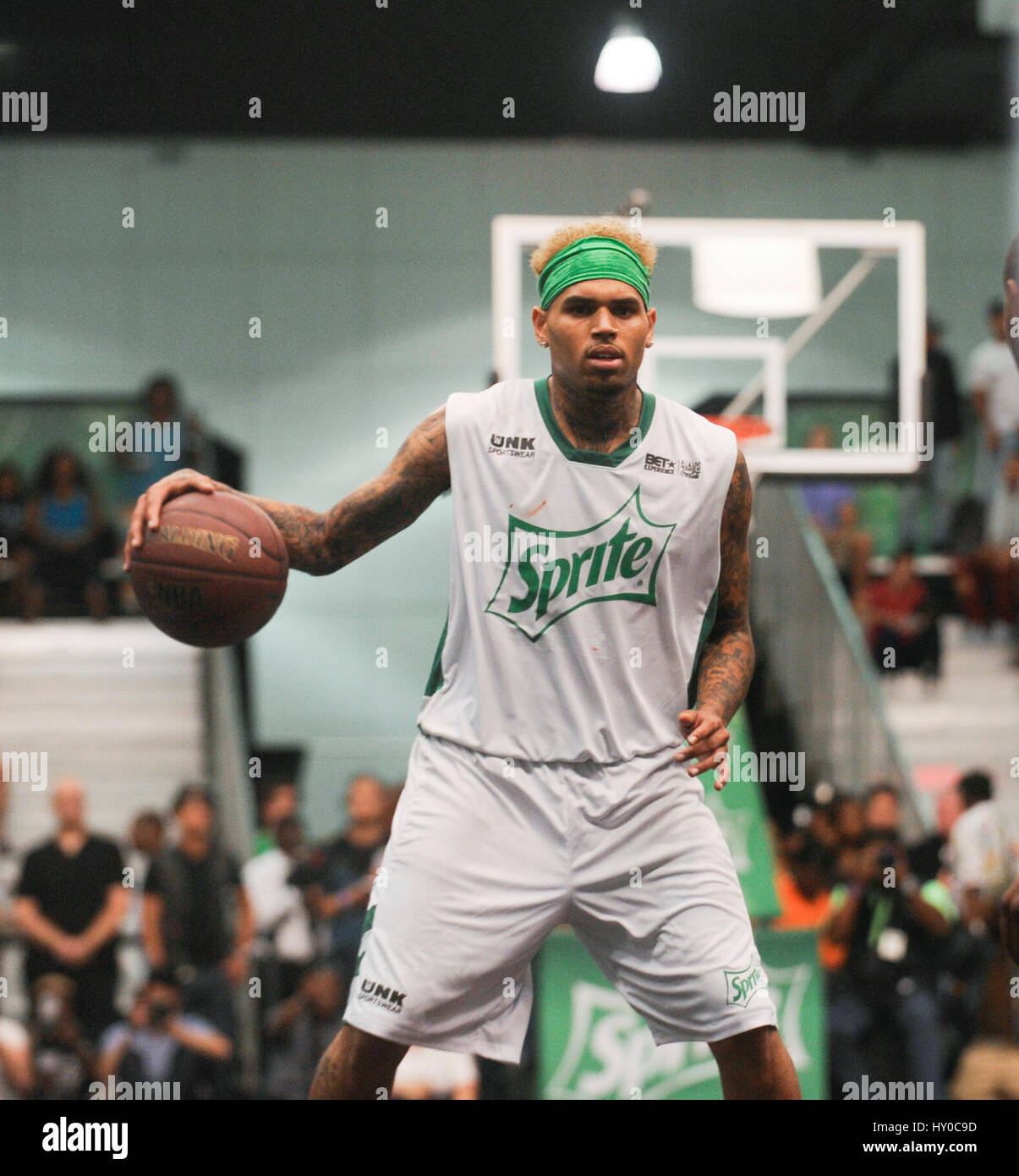 online store 99a2b 7b34f Chris Brown attends the BET Experience Sprite Celebrity ...