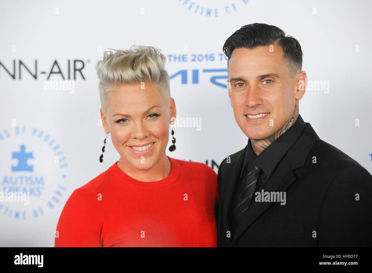 singer alecia beth moore aka pink and husband carey hart