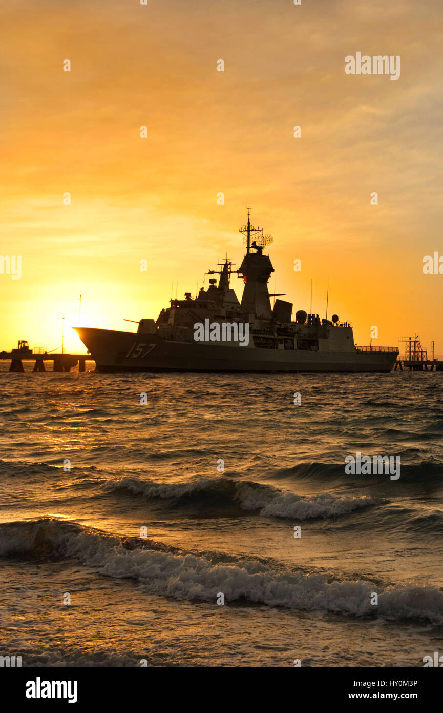 Dawn Light Silhouettes The Royal Australian Navy Frigate Hmas Perth