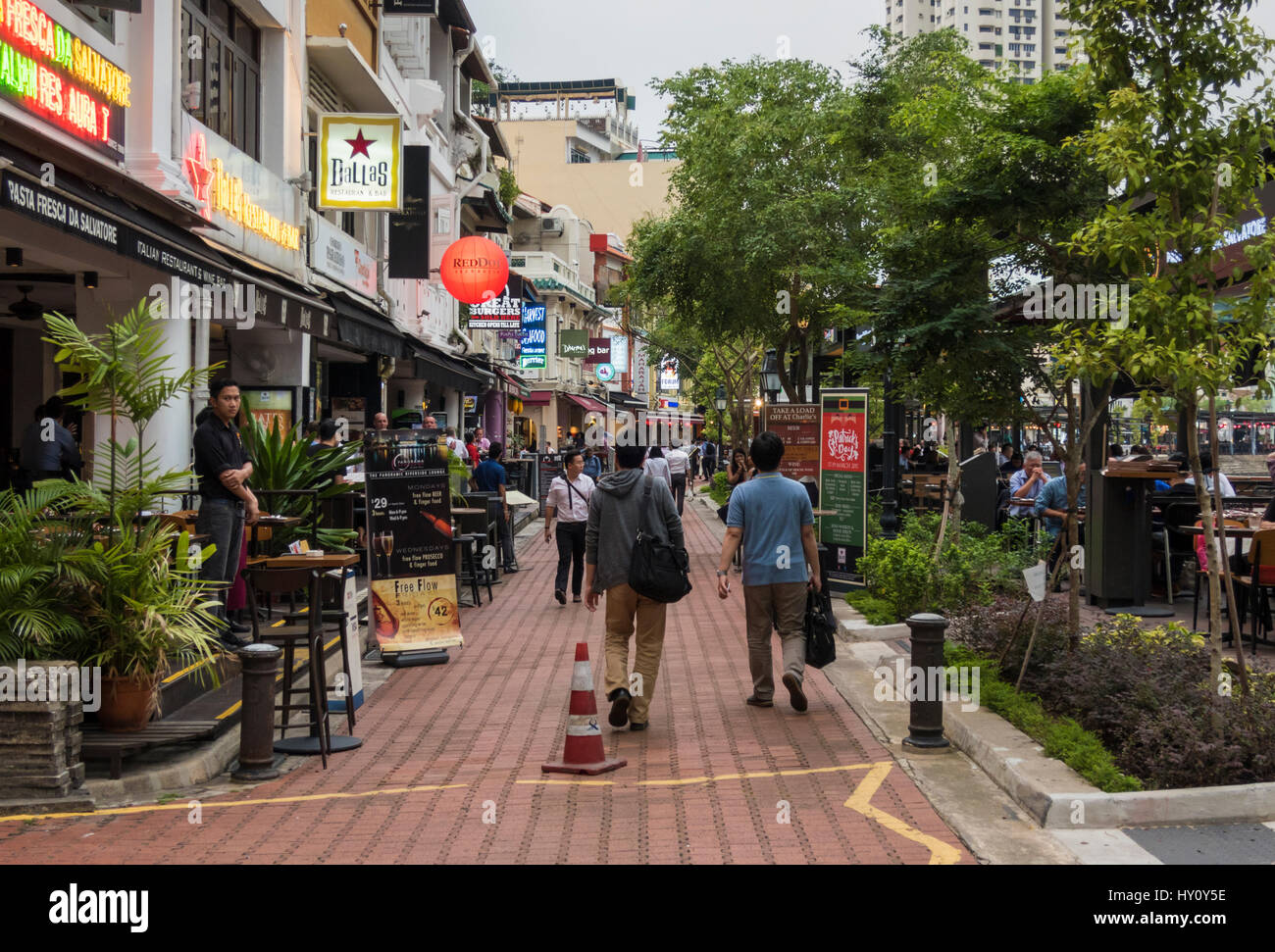 Pubs and restaurants along Boat Quay, Singapore - Stock Image