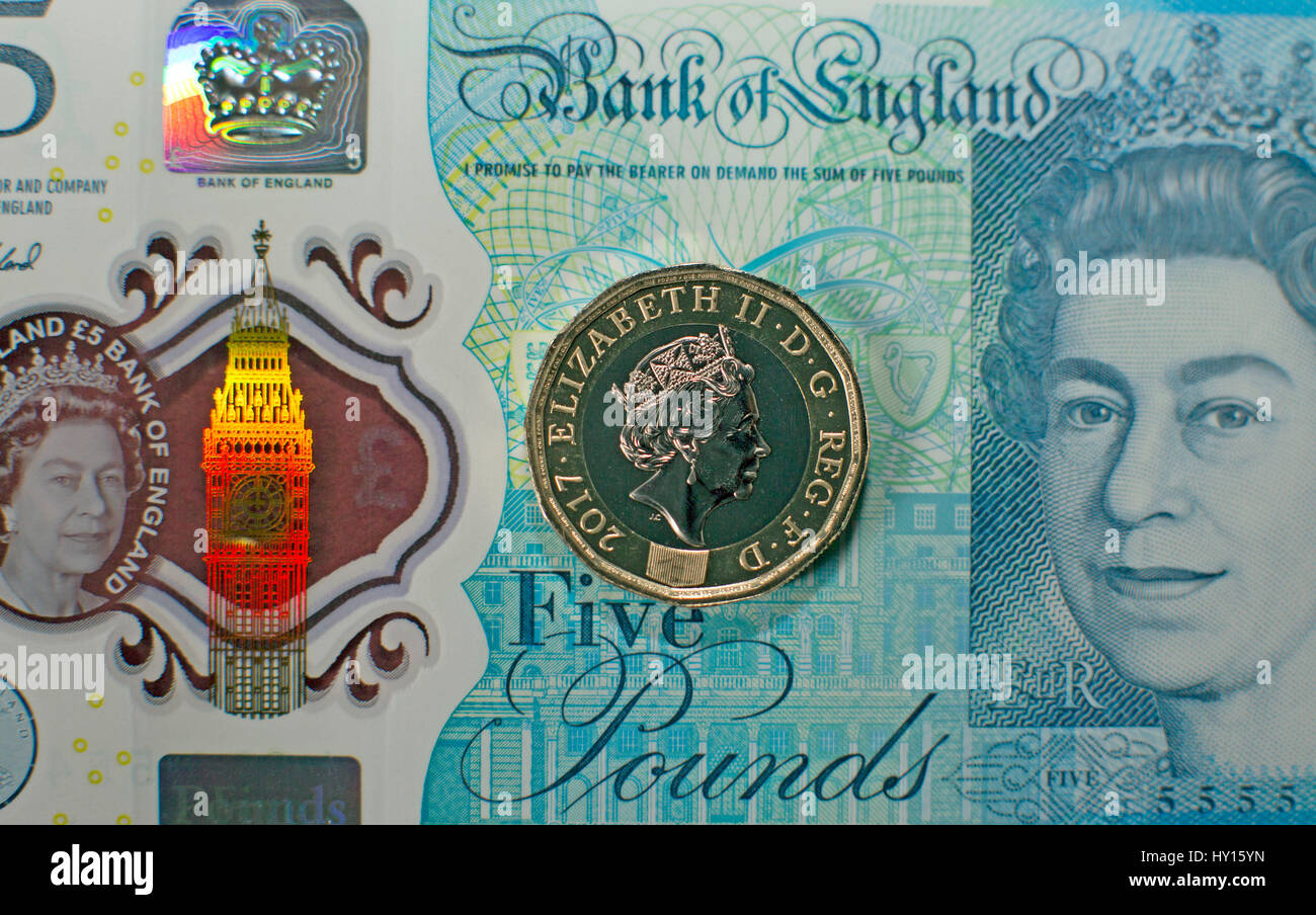New twelve-sided one pound coin on a five pound note, UK - Stock Image