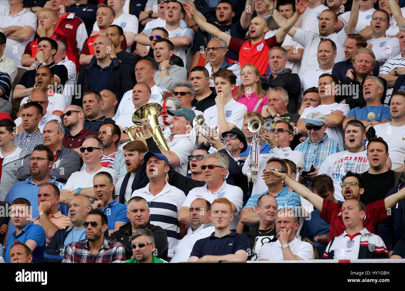 ENGLAND BAND PLAYING A TUNE ENGLAND V WALES STADE FELIX BOLLAERT-DELELIS LENS FRANCE 16 June 2016 - Stock Image