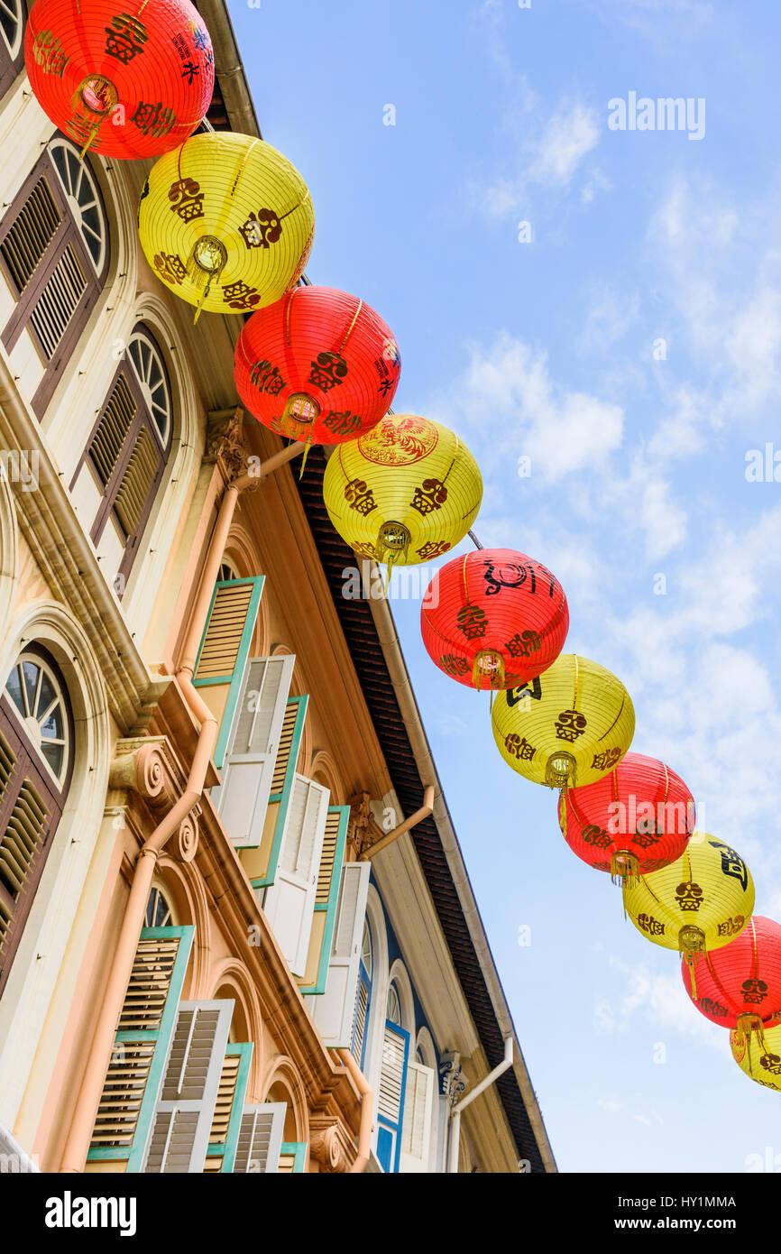 Traditional lanterns above Singapore's Chinatown shophouses, Chinatown, Singapore - Stock Image