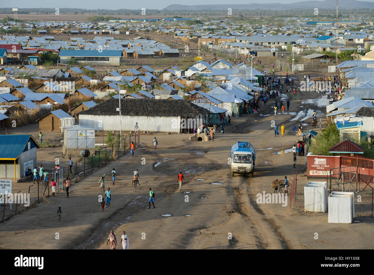 KENYA, Turkana, refugee camp Kakuma for 160.000 refugees, Kakuma IV for mainly south sudanese refugees, water tanker - Stock Image
