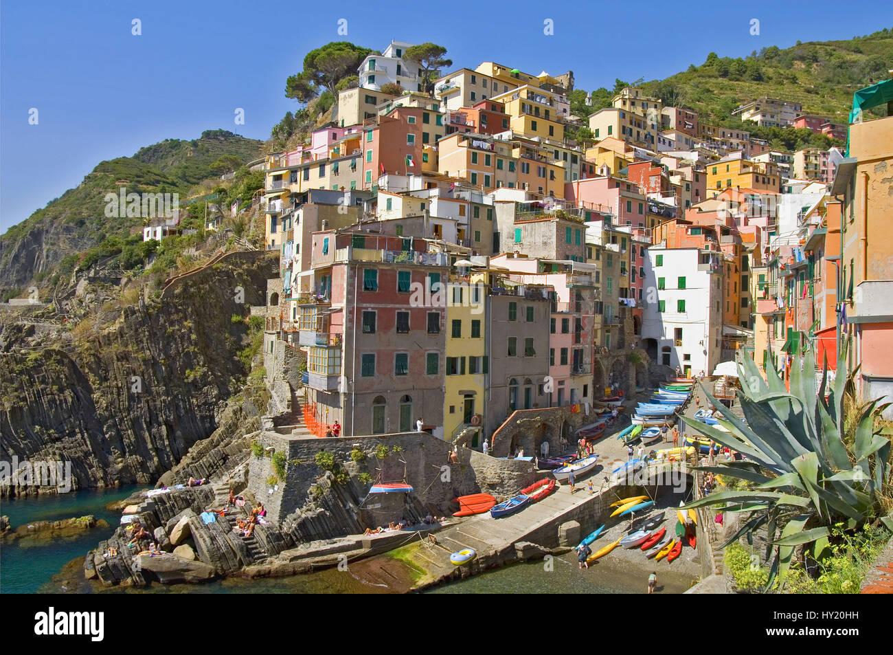Blick ueber das Dorf Riomaggiore, ein bekanntes Reiseziel im Parco Naturale Cinque Terre in den Ligurischen Kueste, - Stock Image