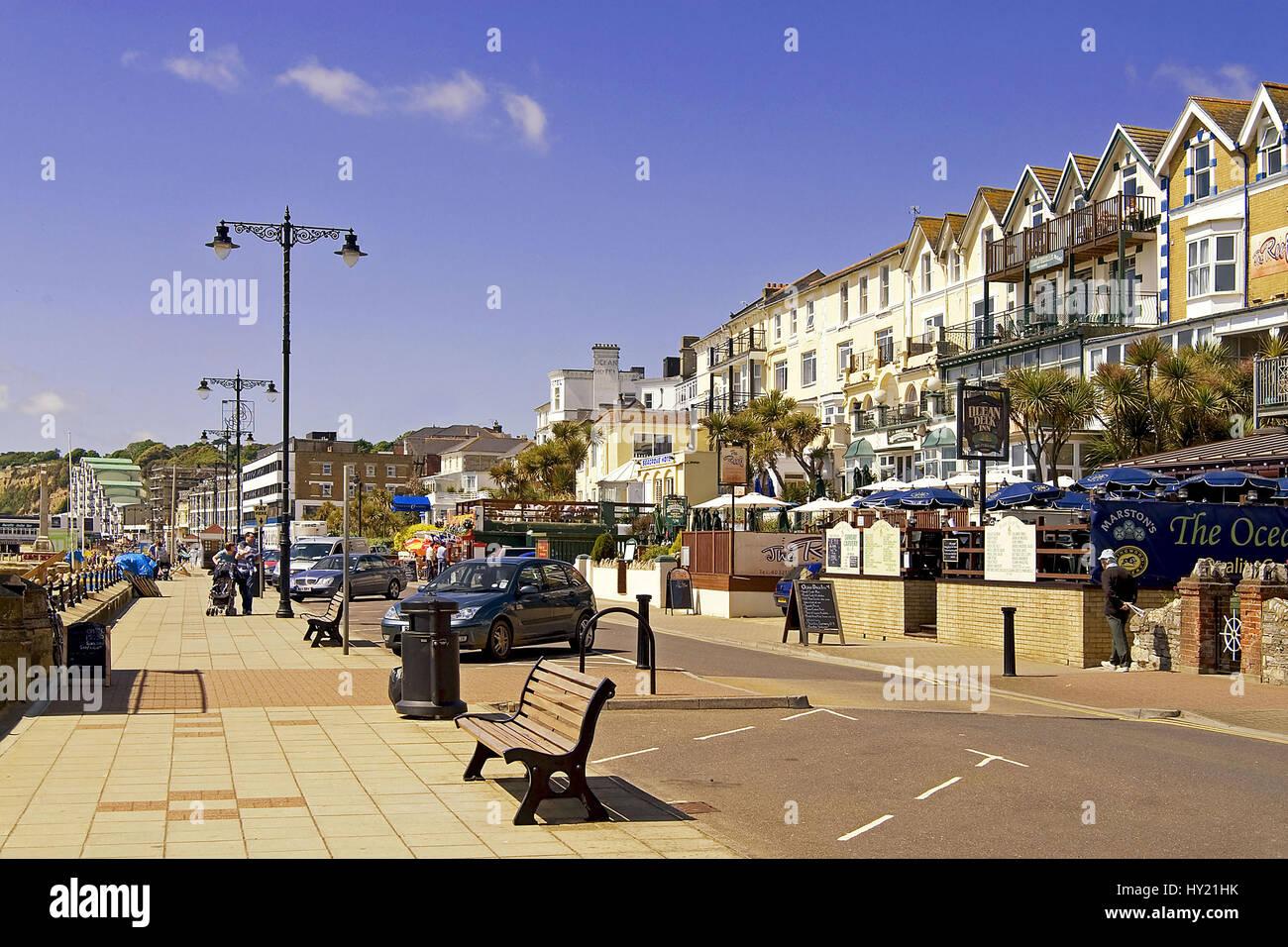 Bild ueber die Strandpromenade von Sandown ein bekanntes Strandresort auf der Insel Isle of Wight in Südengland. - Stock Image