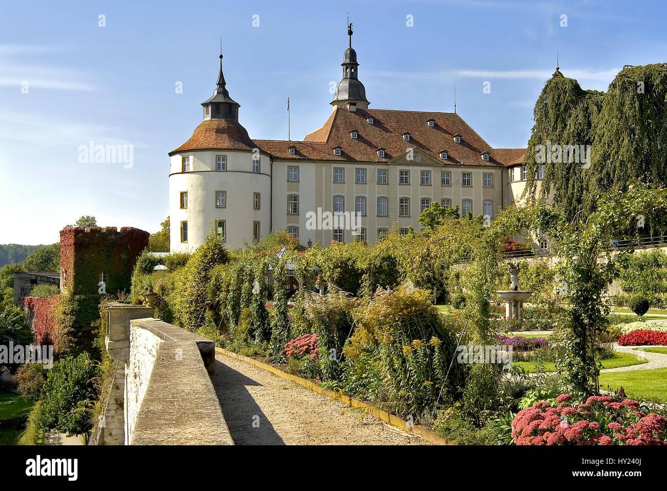 Blick über den Garten auf das Renaissanceschloss Langenburg in Baden-Wuerttemberg in Deutschland. Stock Photo