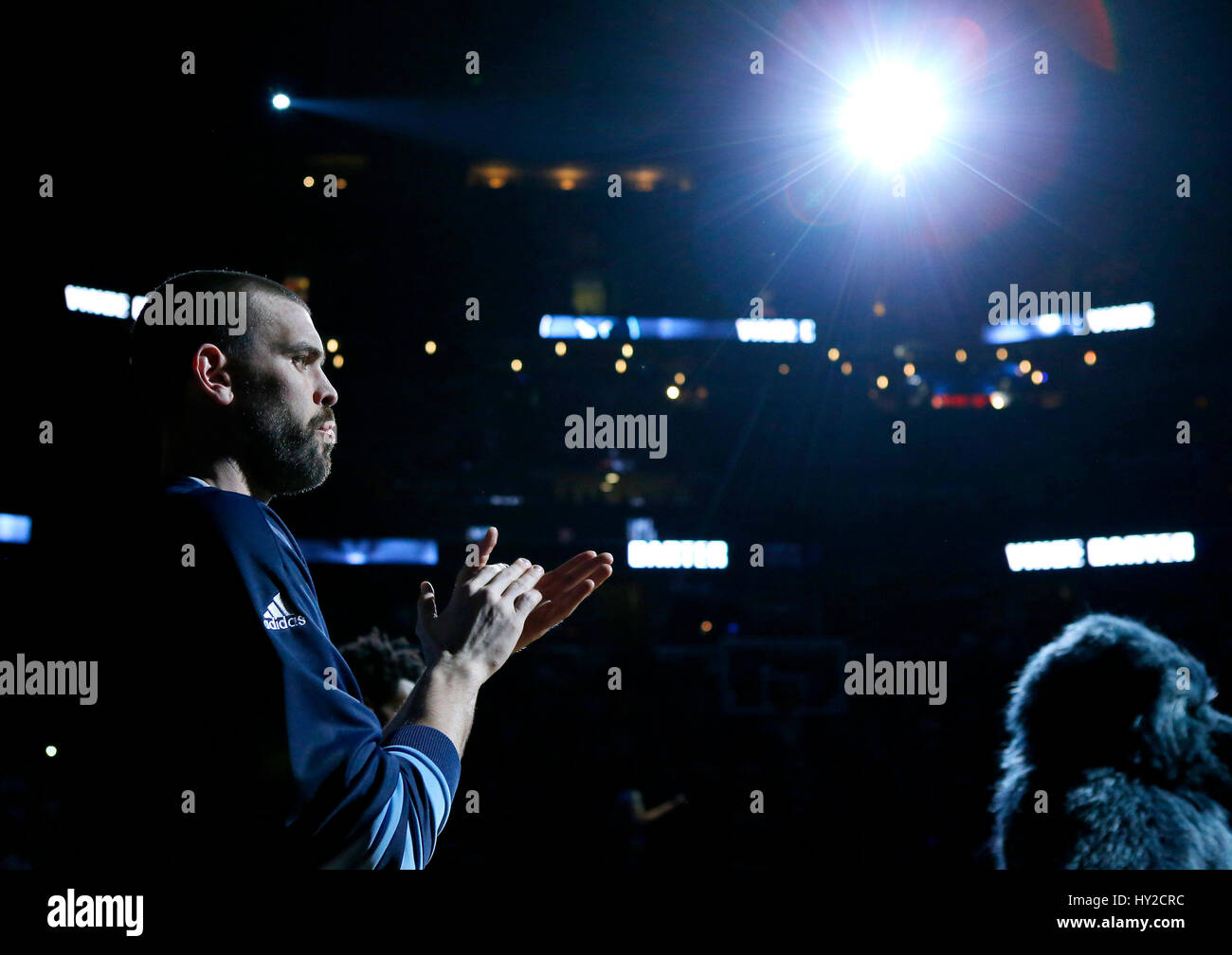 Memphis, Tennessee, USA, 31 March 2017. Memphis Grizzlies center Marc Gasol, of Spain, stands on the court during - Stock Image
