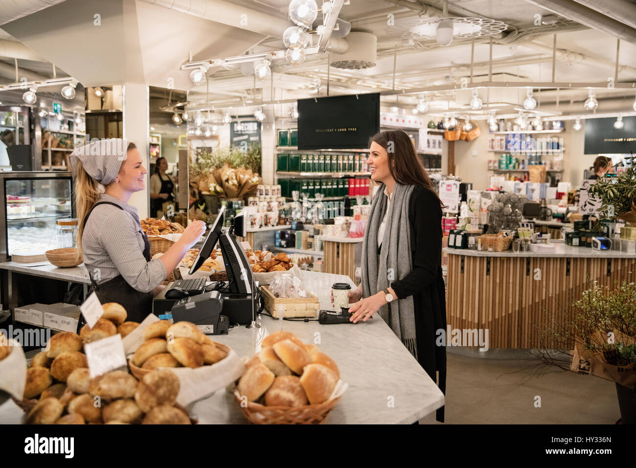 Sweden, Woman shopping in bakery - Stock Image