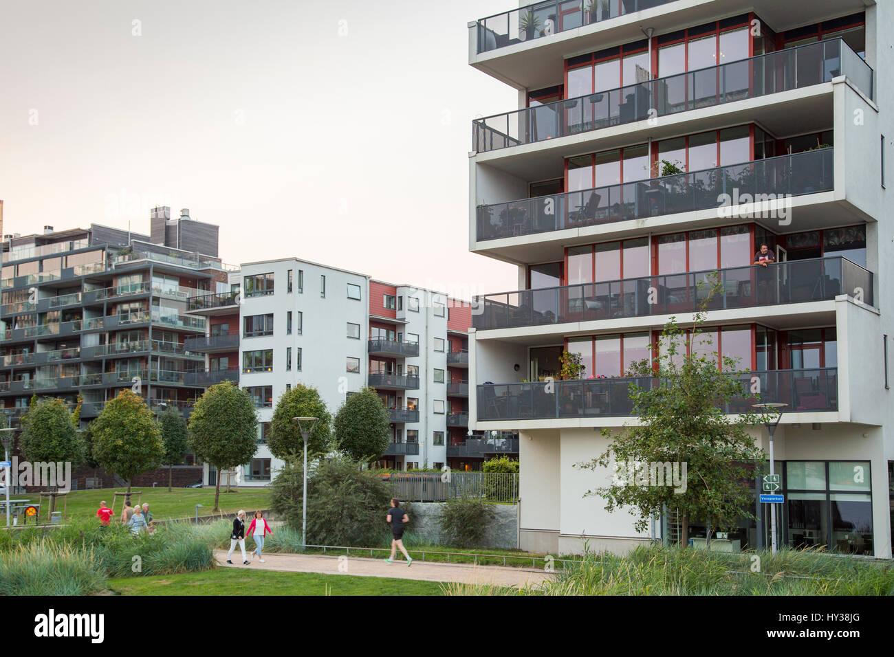 Sweden, Bohuslan, Gothenburg, Hisingen, Eriksberg, Modern blocks of flats in residential area - Stock Image