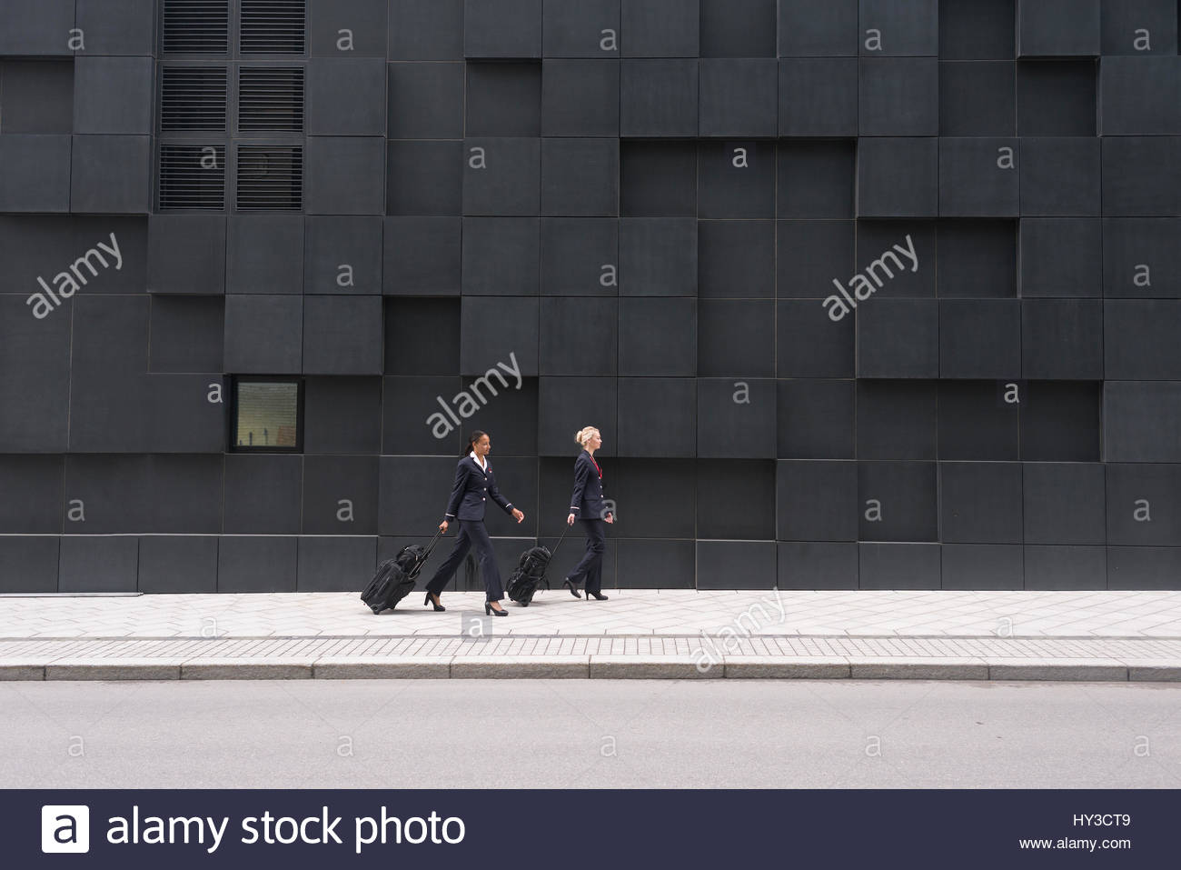 Norway, Oslo, Stewardesses walking with suitcases - Stock Image