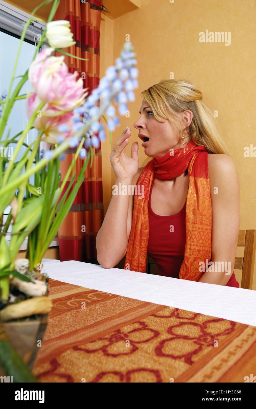Woman yawns, spring tiredness, Frau gähnt, Frühjahrsmüdigkeit - Stock Image
