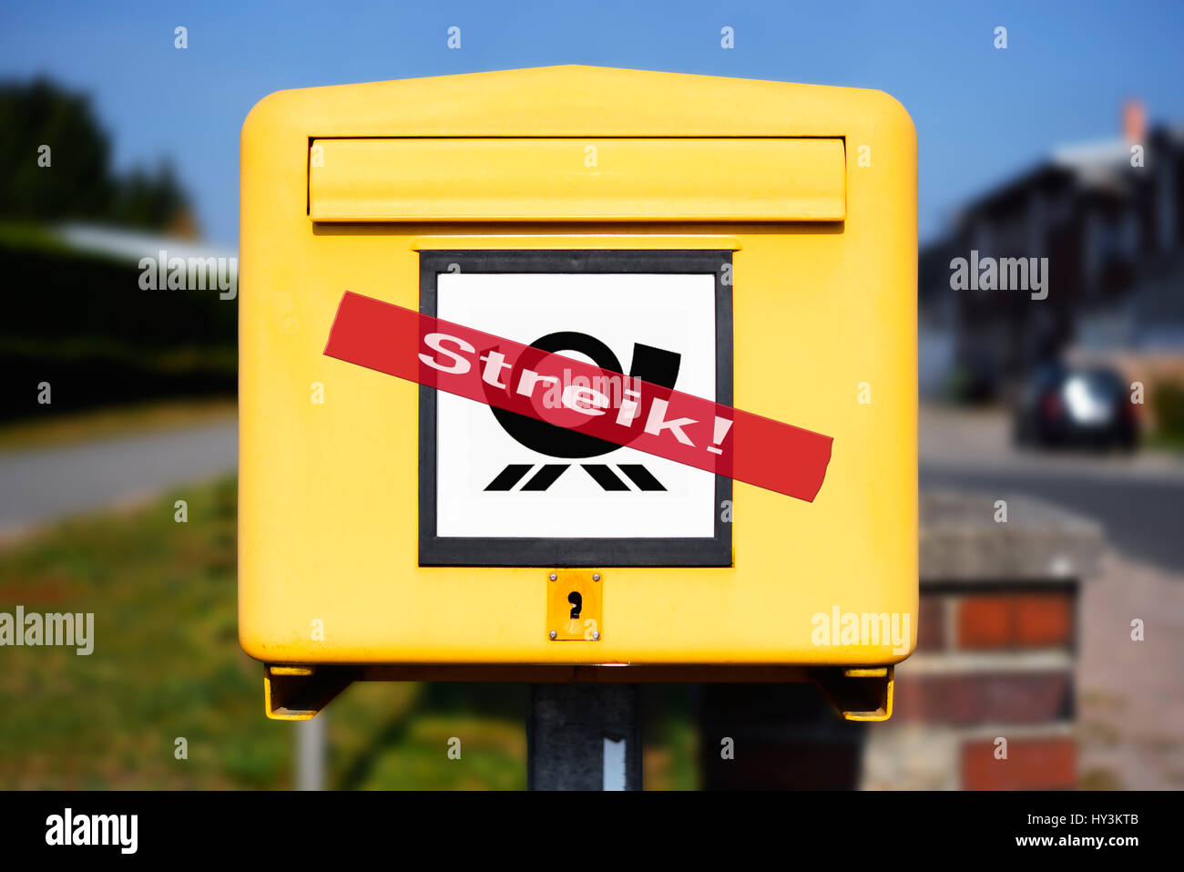 Mailbox with strike stroke, symbolic photo postal strike, Briefkasten mit Streik-Schriftzug, Symbolfoto Post-Streik Stock Photo