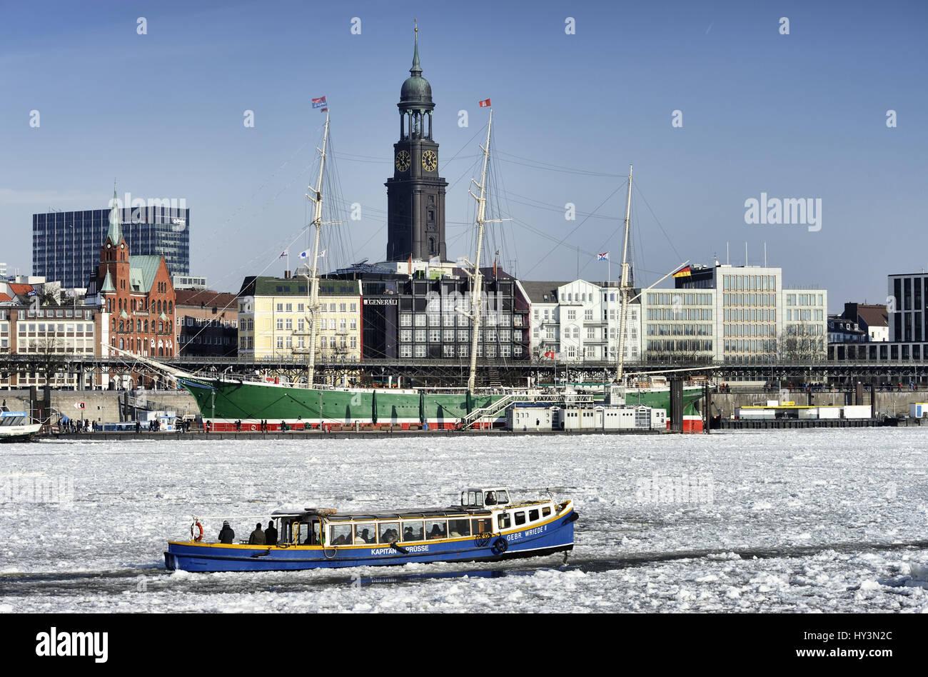 Harbour longboat in the wintry Hamburg harbour, Germany, Europe, Hafenbarkasse im winterlichen Hamburger Hafen, Deutschland, Europa Stock Photo