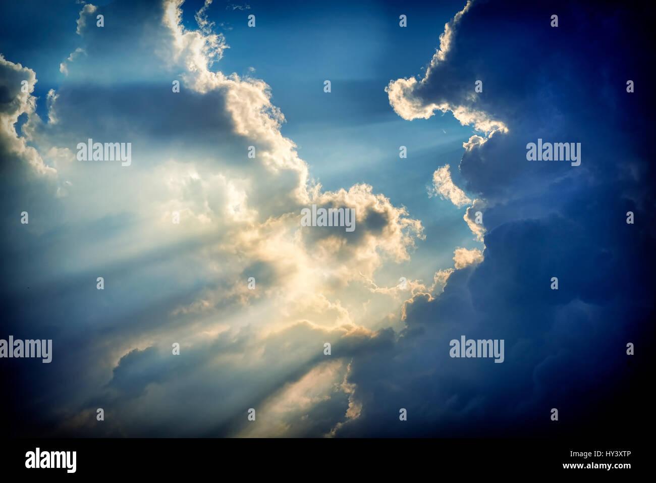 Cloud formation, sunrays break through the cloud cover, Wolkenformation, Sonnenstrahlen durchbrechen die Wolkendecke - Stock Image