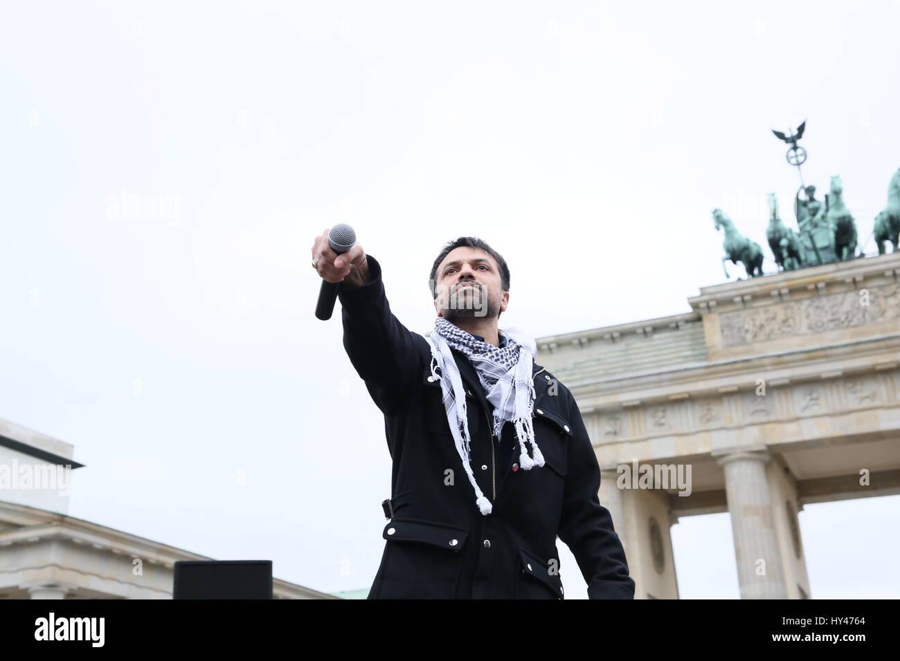Berlin, Germany, April 8th, 2105: Rally on International Roma day at Brandenburg Gate. - Stock Image