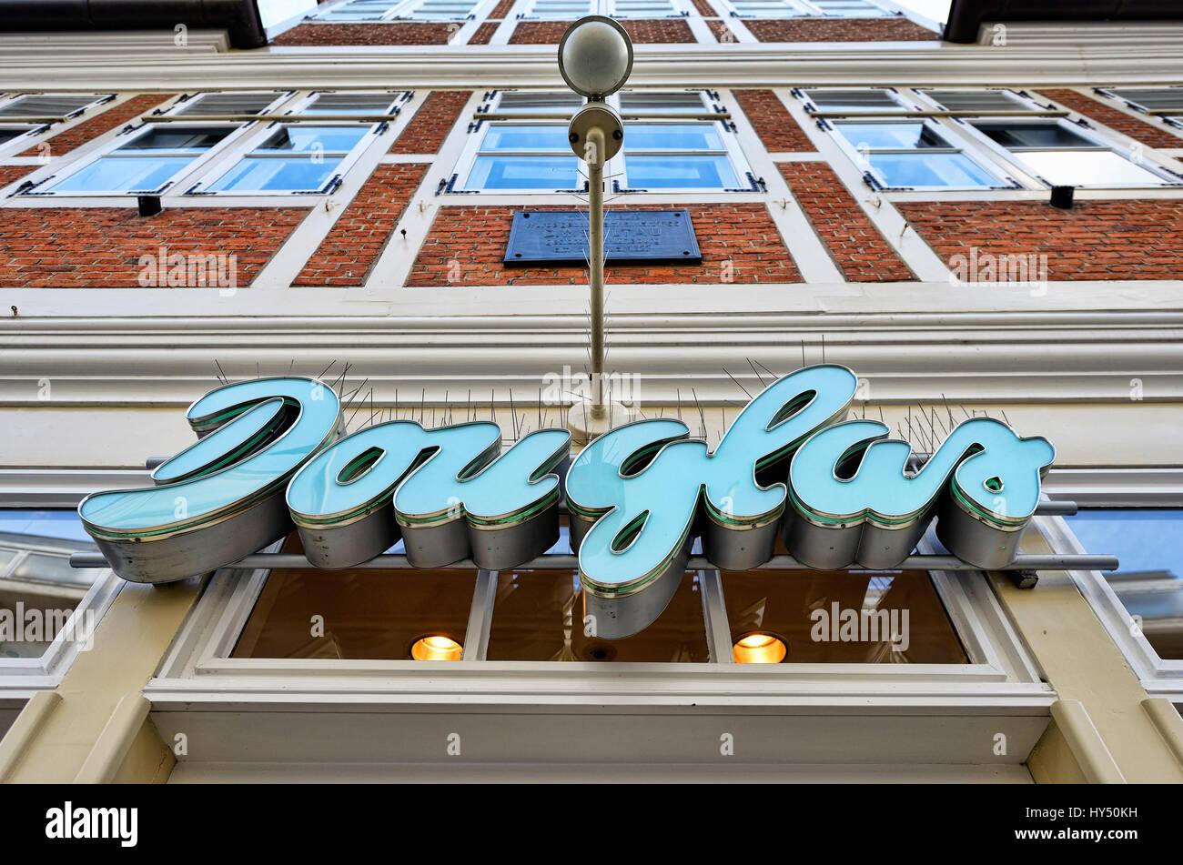 Douglas's Parfuemerie branch in Hamburg, Douglas-Parfuemerie-Filiale in Hamburg - Stock Image