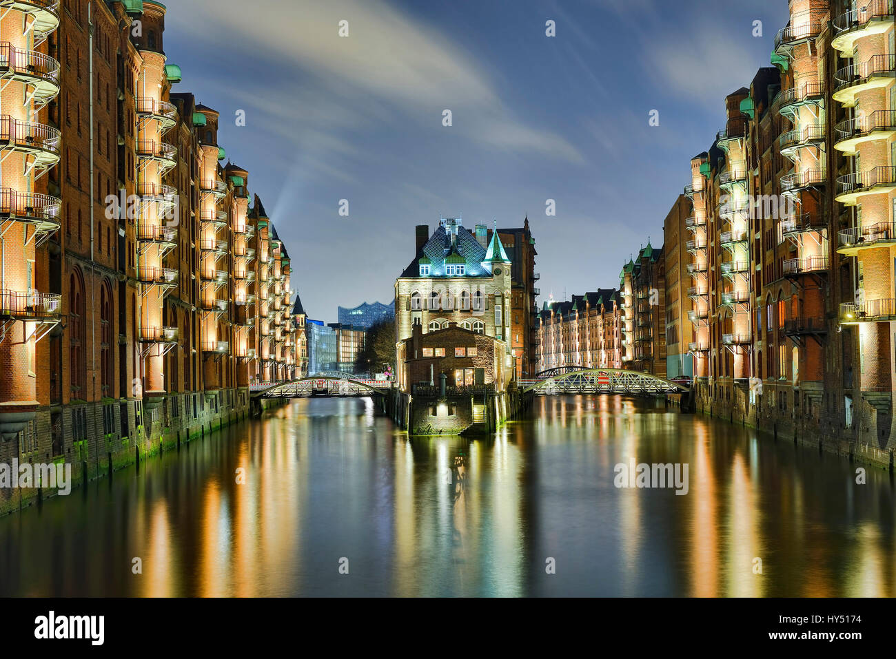 Water small castles between the canals in the memory town of Hamburg, Germany, Europe, Wasserschloesschen zwischen - Stock Image