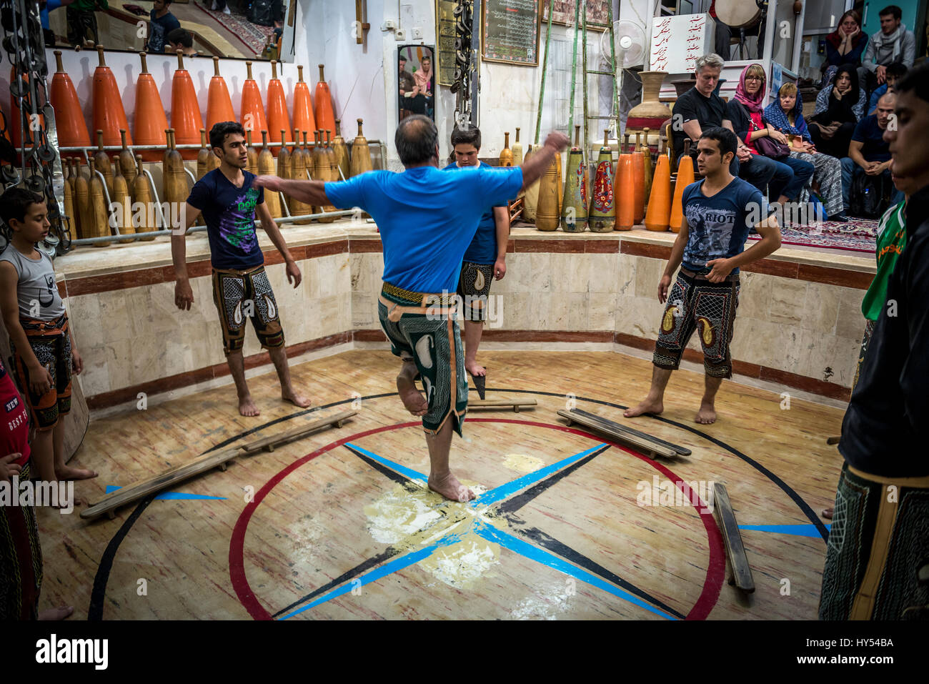 Athletes praticing Sufi whirling in octagonal pit in Zoorkhaneh (House of Strength), traditional gymnasium in Yazd - Stock Image