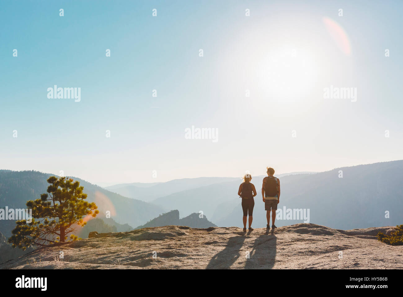 USA, California, Yosemite National Park, Woman and man at Taft Point - Stock Image