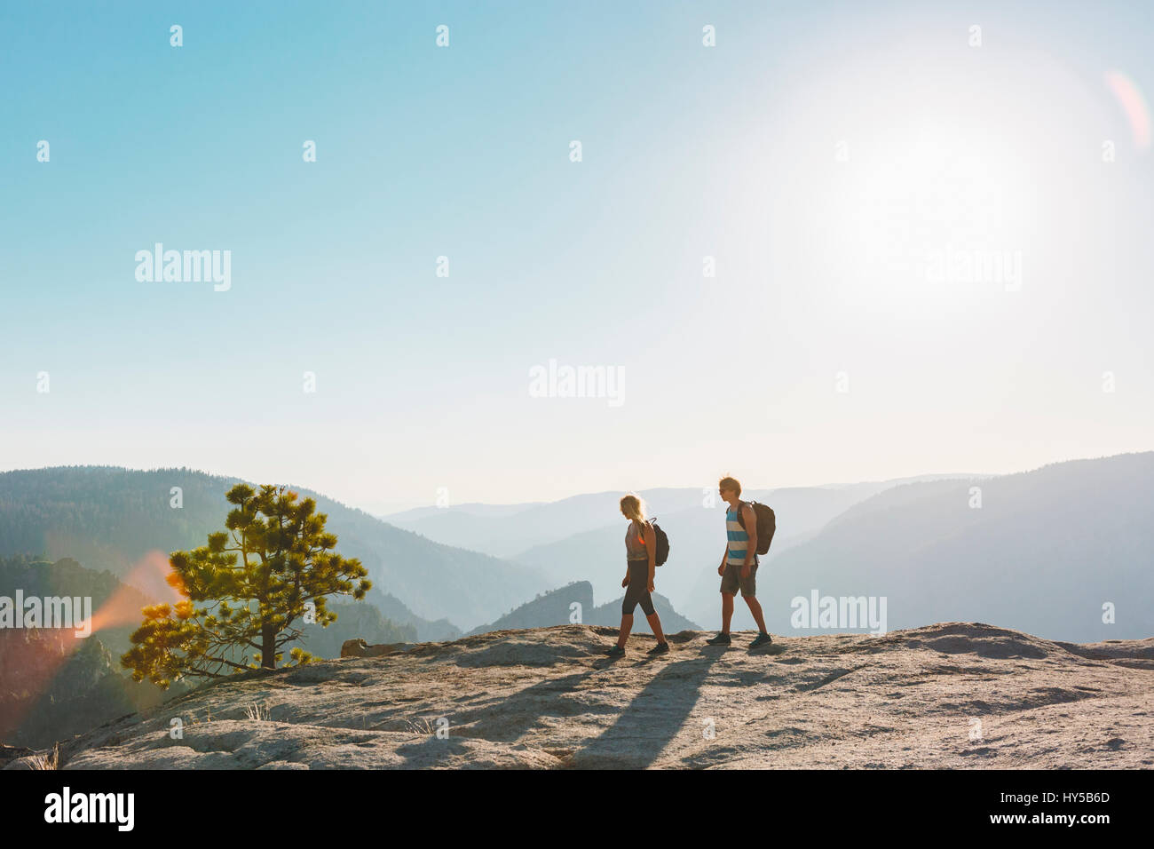 USA, California, Yosemite National Park, Man and woman at Taft Point - Stock Image