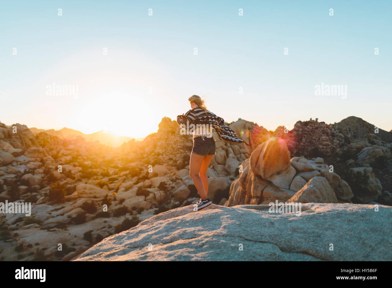 USA, California, Woman at rocks in Joshua Tree National Park, - Stock Image