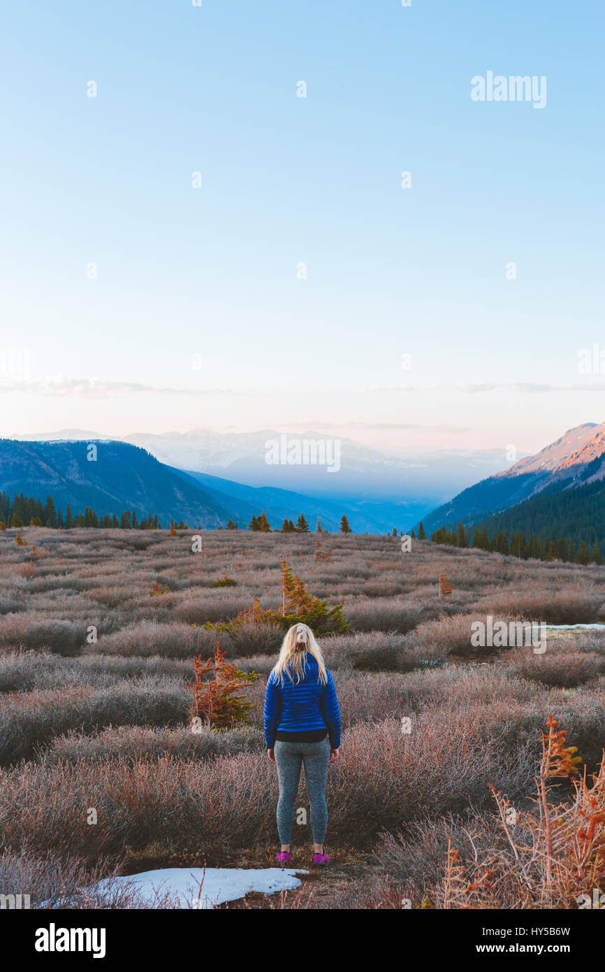 USA, Colorado, Guanella Pass, Woman looking at mountains - Stock Image