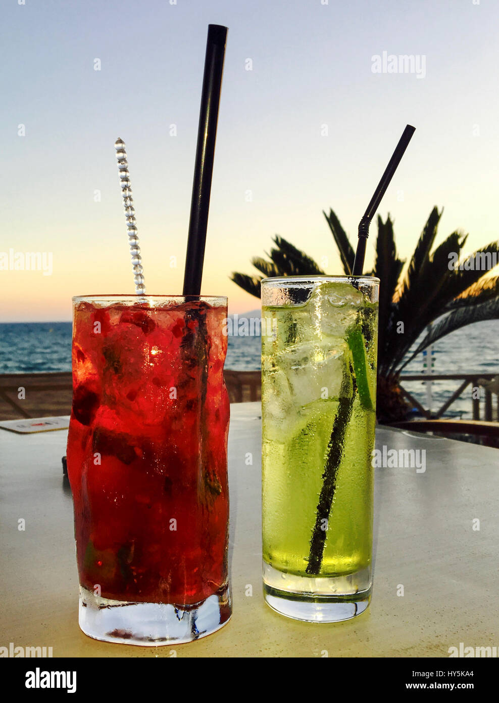 Cocktails on a table in a beach bar - Stock Image