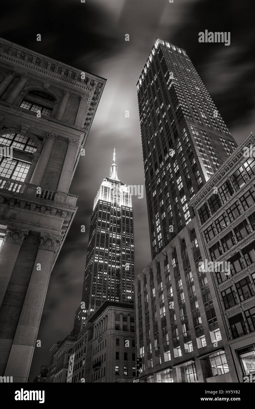 Empire State Building at night from 5th Avenue in Black & White. Manhattan, New York City - Stock Image