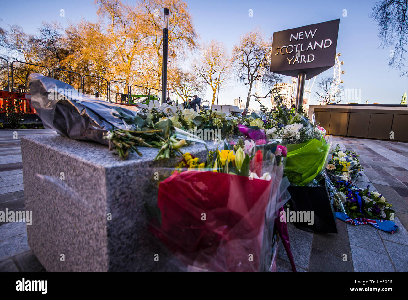 Floral tributes outside New Scotland Yard, London, following the terrorist action and death of PC Keith Palmer. Stock Photo