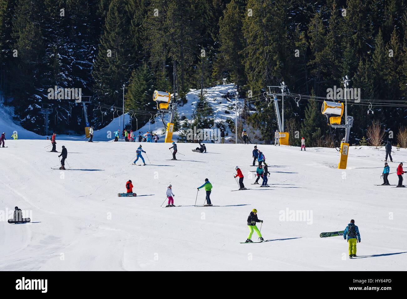 Mass downhill skiing on Todorka mountain, Bansko ski  resort, Bulgaria - Stock Image
