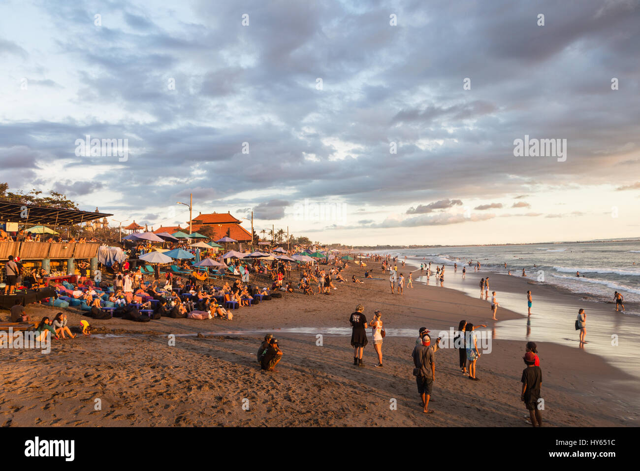 BALI, INDONESIA - FEBRUARY 18, 2017: A crowd of tourists and backpackers enjoy the sunset in a beach bar in Canggu - Stock Image