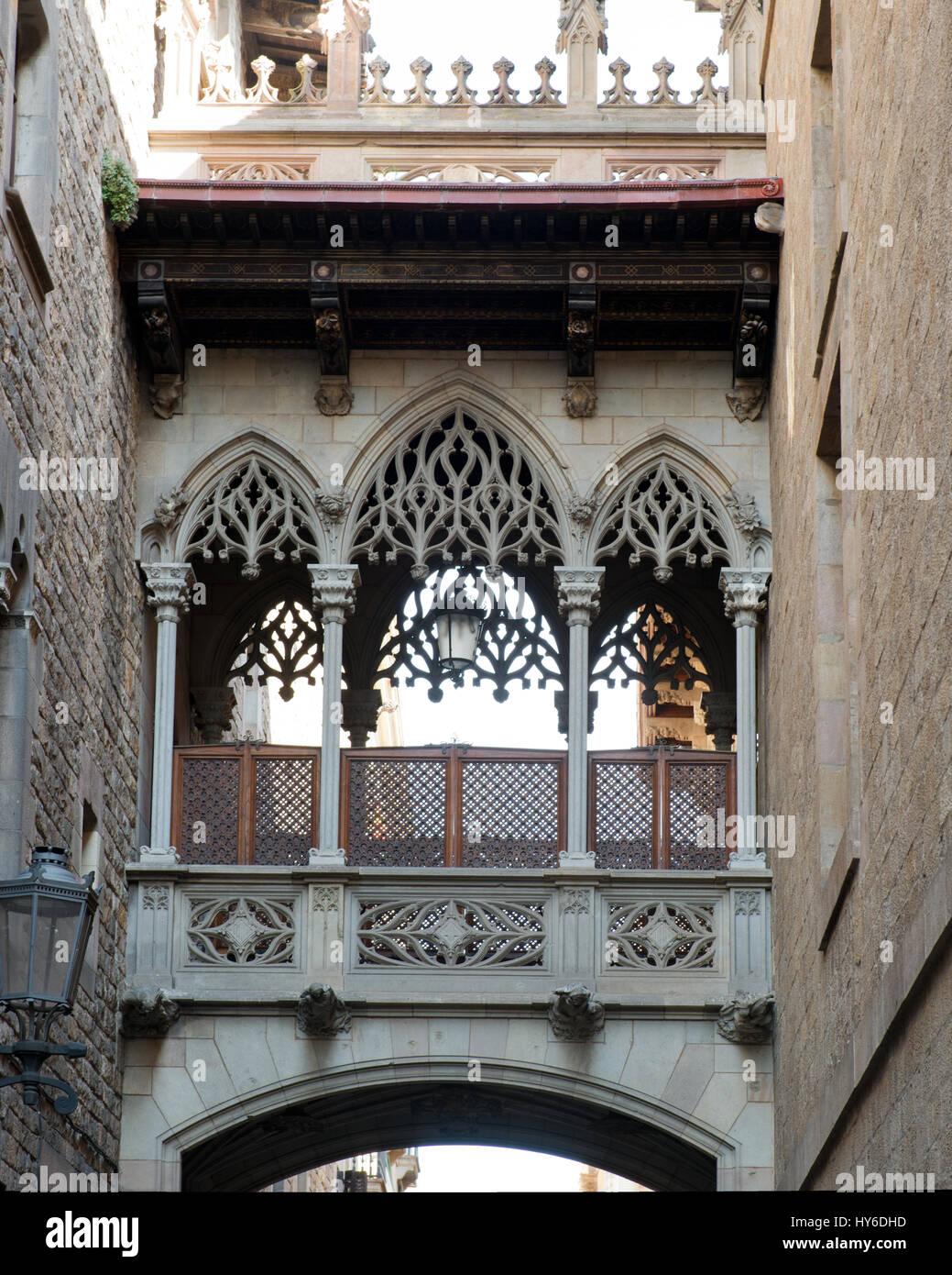 Seufzerbrücke zwischen Casa dels Canonges und Palau de Generalitat, Barri Gòtic, Barcelona, Katalonien, - Stock Image