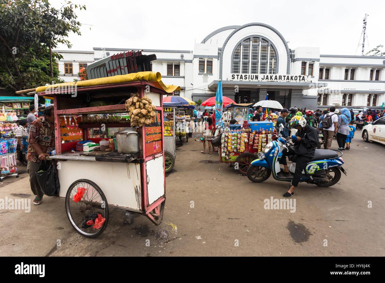 JAKARTA, INDONESIA - FEBRUARY 12, 2017: Street food vendors wait for customers in front of the Jakarta Kota train - Stock Image