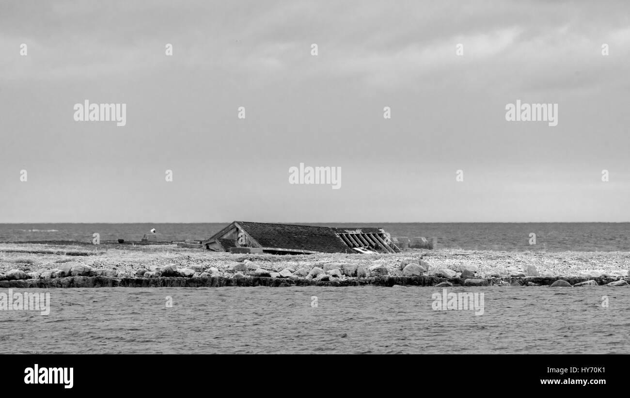 Flattened building on Flower's Island BW, Nameless Cove, Flower's Cove, Newfoundland - Stock Image