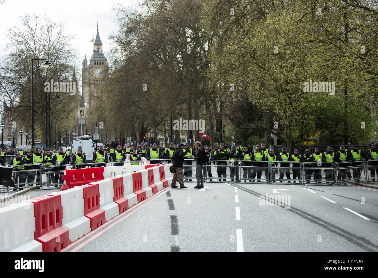 London, UK.1st April, 2017. With Big Ben in the background anti-facists are kept well away by two lines of police - Stock Image