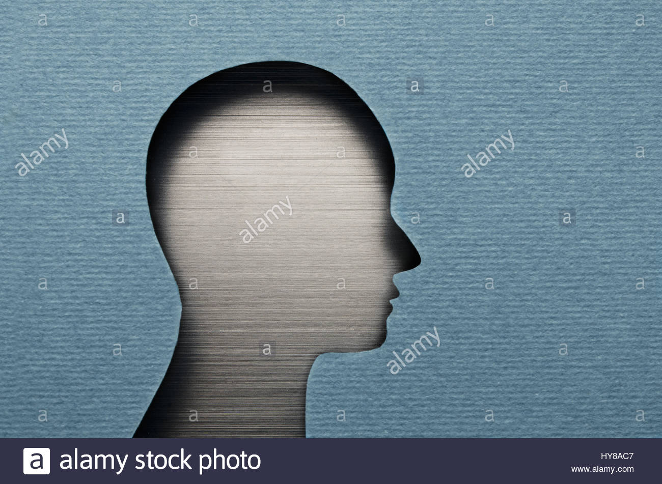 Human head cardboard cutout with copy space - Stock Image