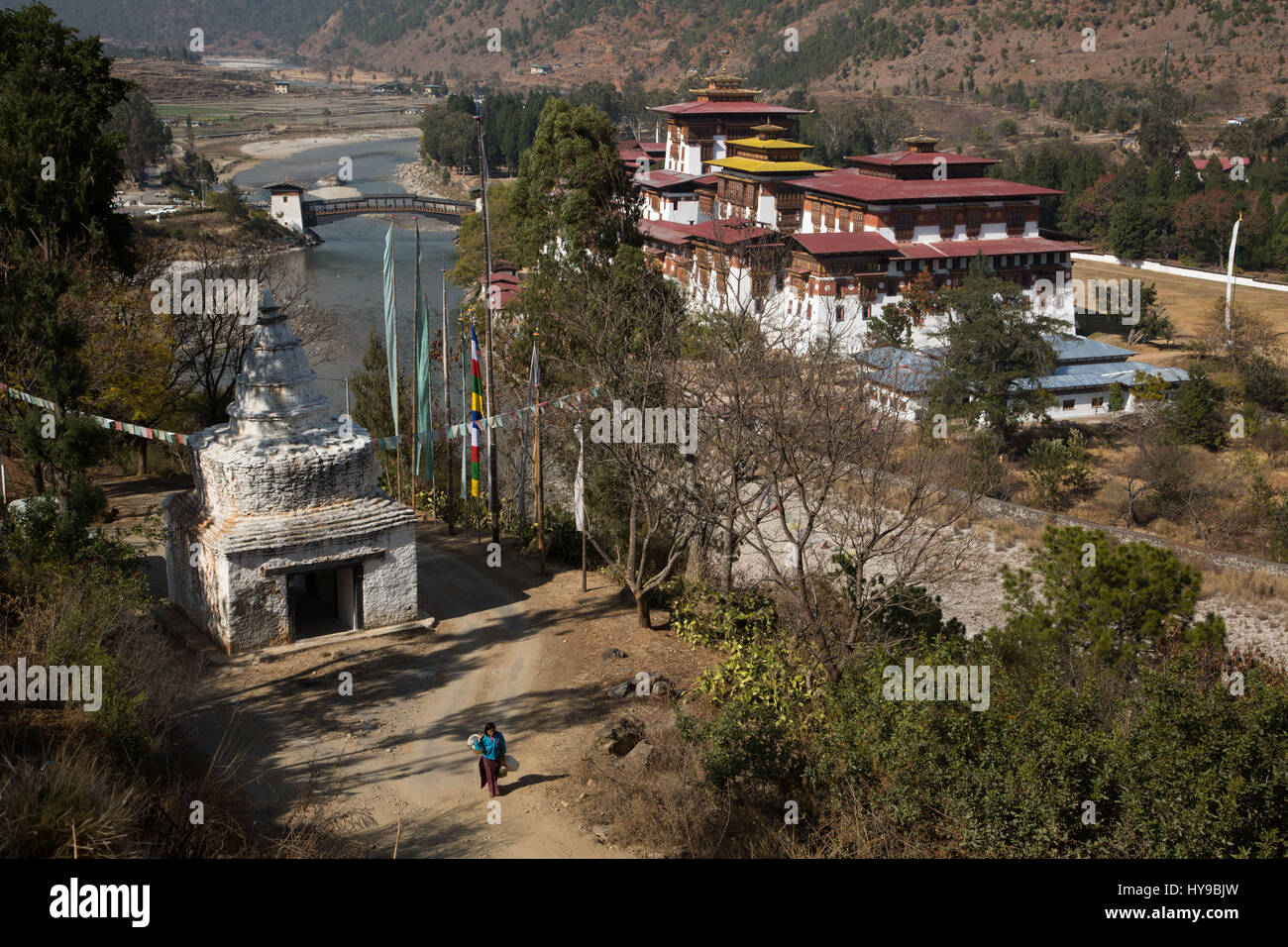 Tibetan-style stupa across the Mo Chhu River from the Punakha Dzong.  Punakha, Bhutan. - Stock Image