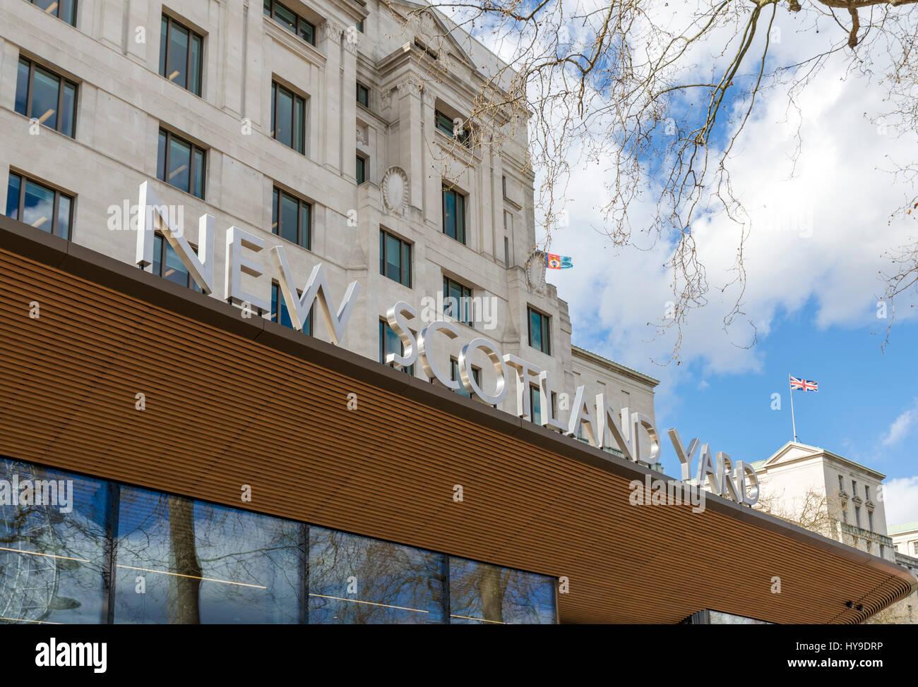 New Scotland Yard, London. Entrance to Metropolitan Police headquarters at New Scotland Yard, Victoria Embankment, - Stock Image