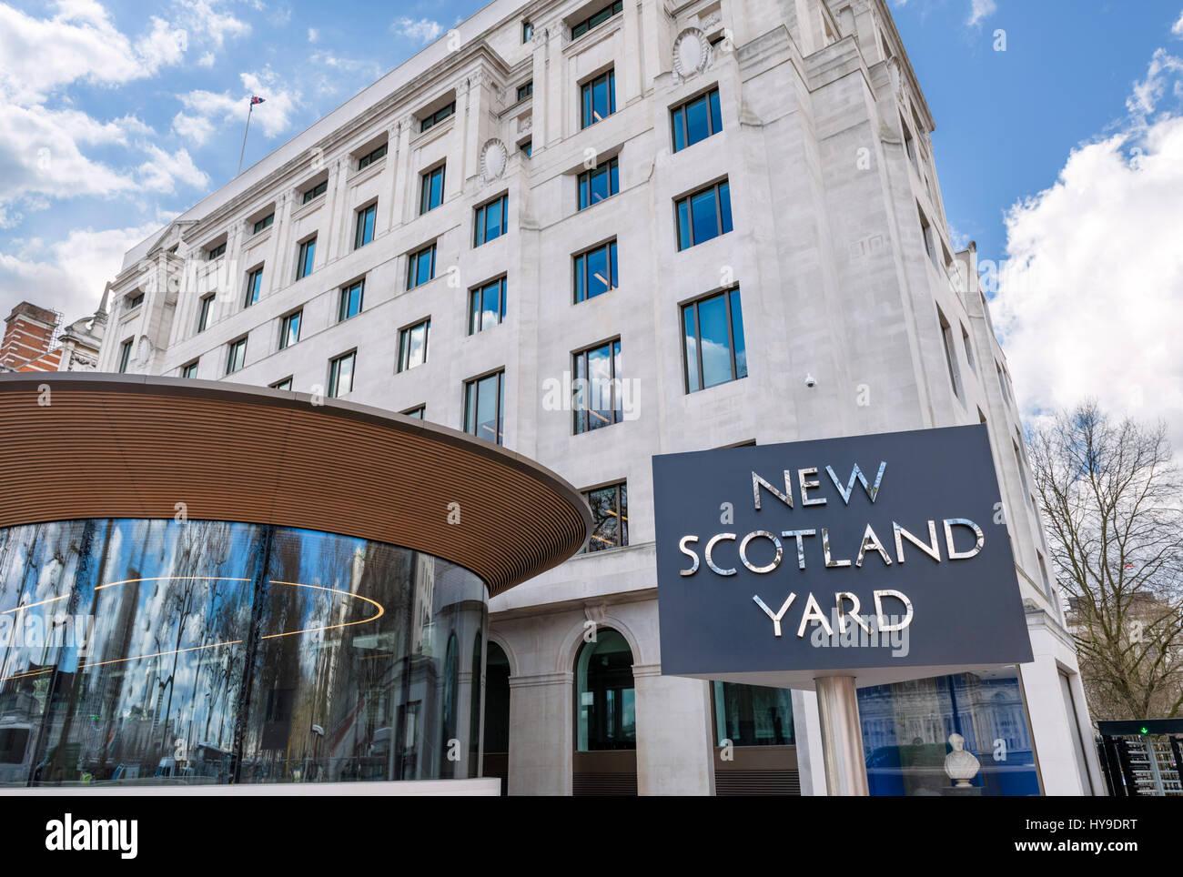 New Scotland Yard, London. Sign outside the Metropolitan Police headquarters at New Scotland Yard, Victoria Embankment, - Stock Image
