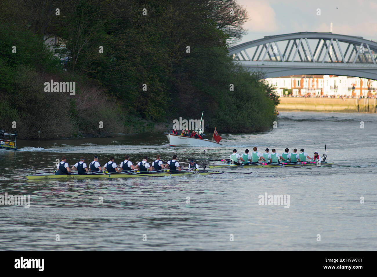 Barnes Bridge, London, UK. 2nd April, 2017. The Cancer Research UK Boat Races take place in London, watched by millions - Stock Image