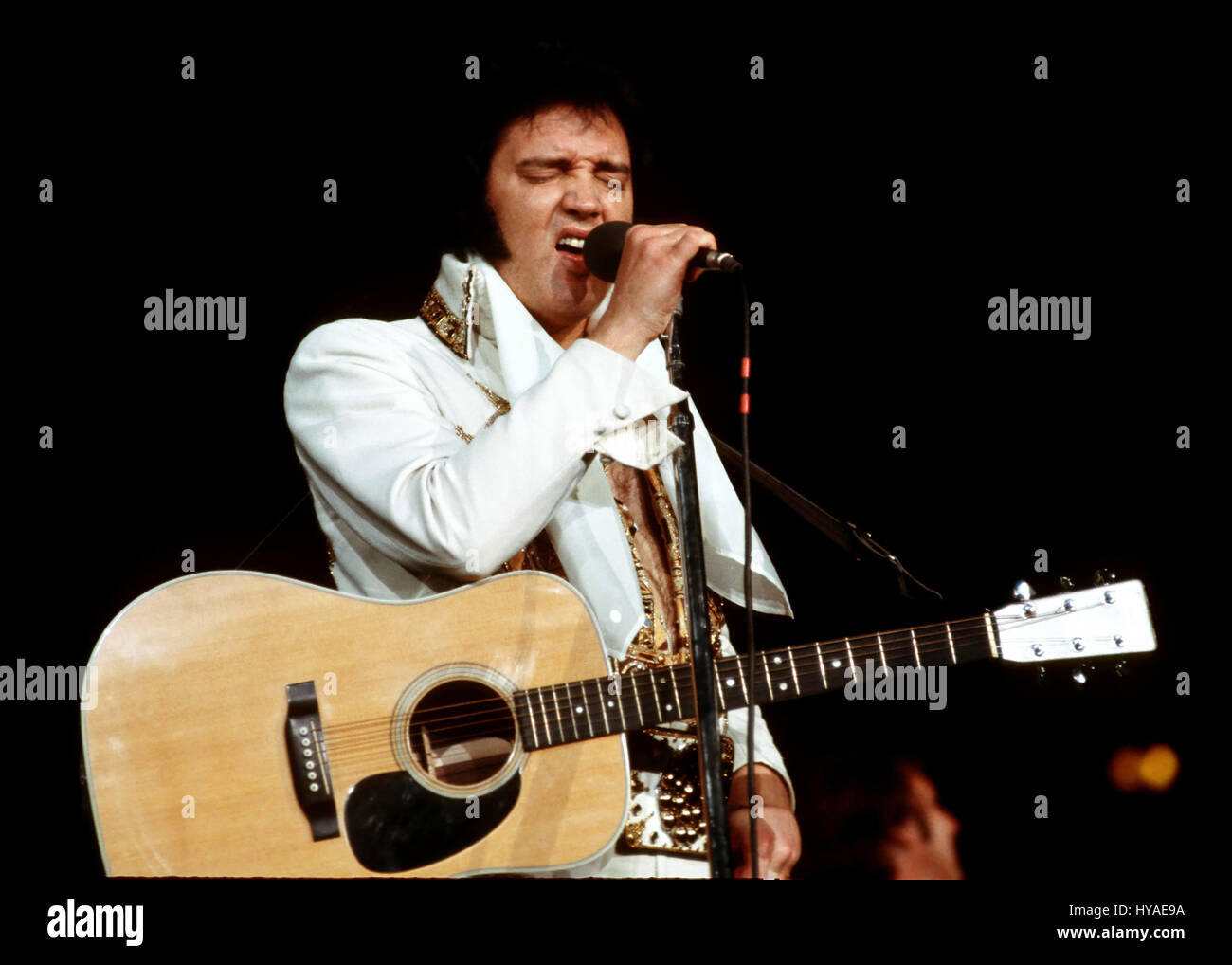 Elvis Presley 1977 High Resolution Stock Photography And Images Alamy