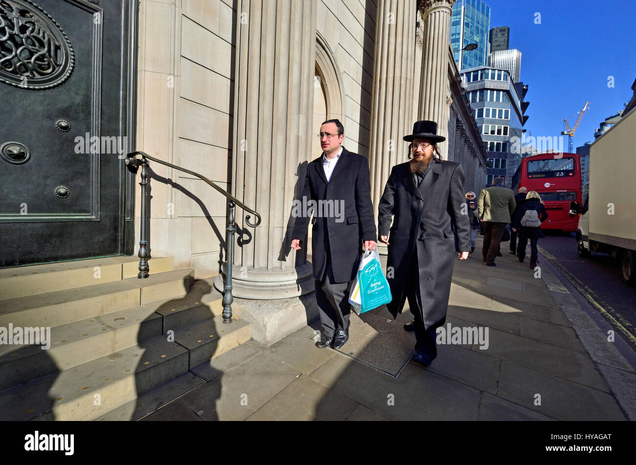 London, England, UK. Two Jewish men by the Bank of England - Stock Image