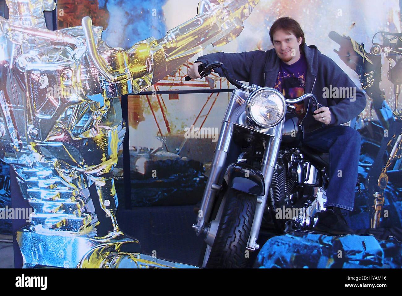 SACREMENTO, CALIFORNIA: Schwarzeneggar superfan Randy Jennings outside UNiversal Studios replica Terminator 2 Harley - Stock Image
