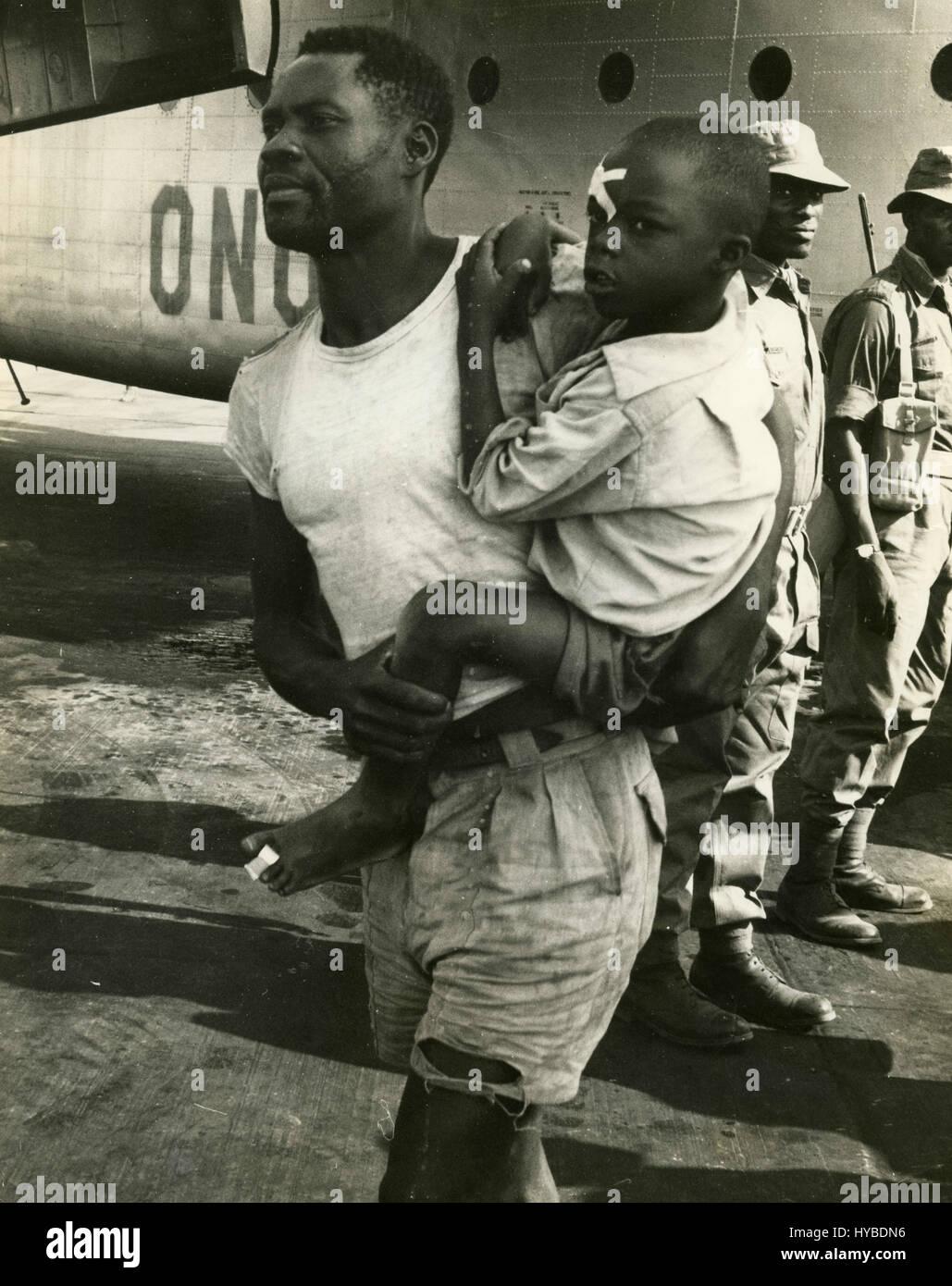 Baluba refugee with his son evacuated from Elizabethville, Luluabourg, Congo Stock Photo