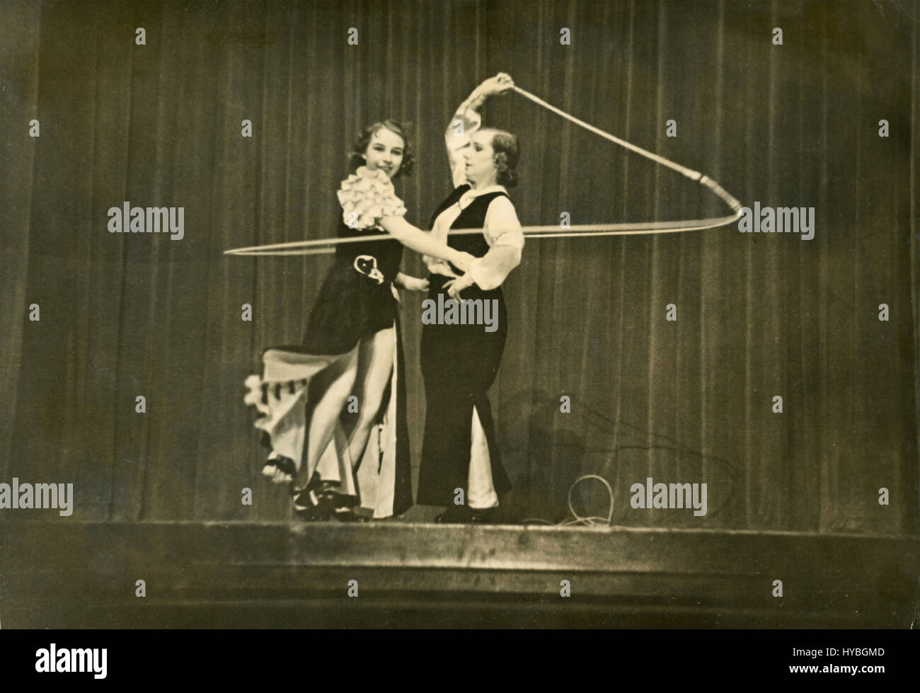 Unidentified women duet show - Stock Image