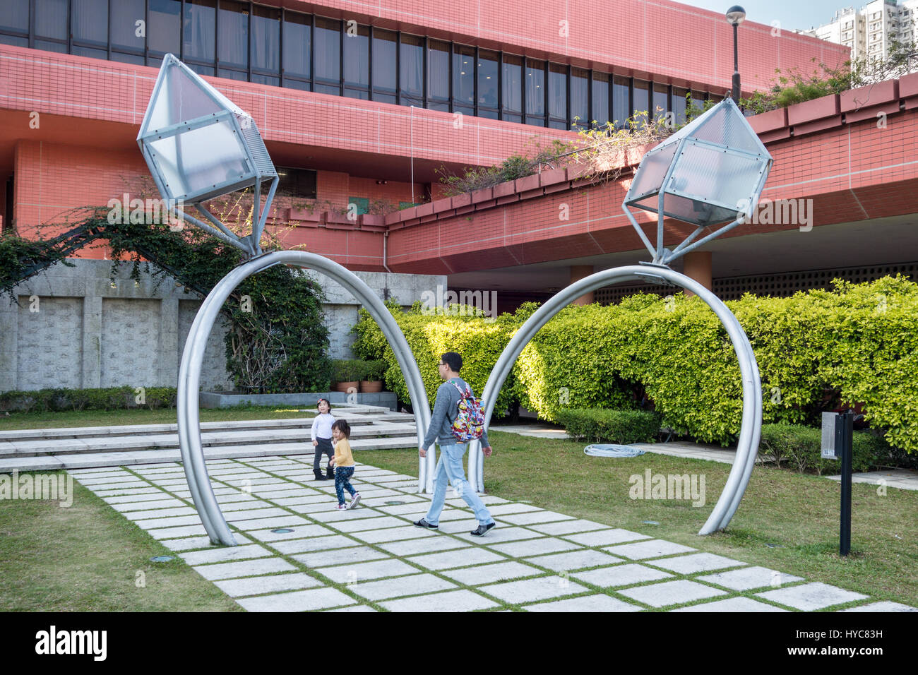 Sculpture of giant engagement rings in Hong Kong - Stock Image
