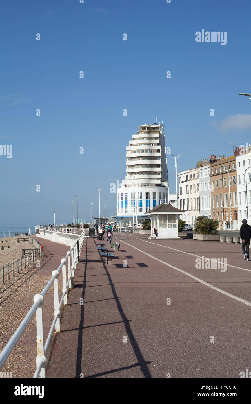 St Leonards-on-Sea seafront with its Art Deco apartment block the Marina Court by K. Dalgleish and Roger Pullen - Stock Image